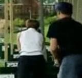 動画:ドッキリ -ゴルフの玉をライフルで撃つ- [おもしろ]