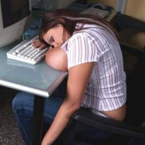 画像:巨乳の人はどうやらおっぱいを枕替わりにするようです [エロ]