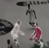 動画:バスケット -ラフプレーの仕返し- [衝撃]