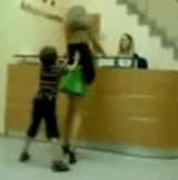 動画:やんちゃな子供とミニスカなママ [エロ]