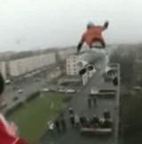動画:高いビルからビルへの大ジャンプ [衝撃]