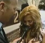 動画:アナウンサーが堂々と胸を触りまくる [エロ]