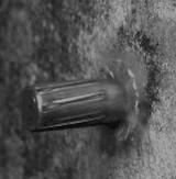 GIF:銃の弾が壁にぶつかる瞬間 [衝撃]