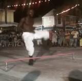 動画:たぶん世界最強のリンボーダンス [神]