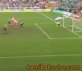 動画:サッカー -世界一マヌケなGK- [爆笑]