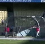 動画:野球 -フリーバッティングで撃った球が・・・- [感動]
