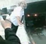 動画:バスに飛び乗ろうとしている男 [感動]