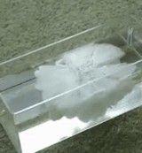 動画:一瞬にして凍ってしまう水 [感動]