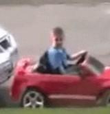 動画:自動車 -見事な駐車技術を魅せる少年- [感動]