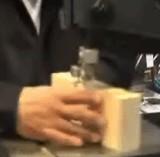 動画:素晴らしい木の作品をすぐに作る男 [神]