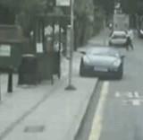 動画:駐車した自動車とバスの大事故 [衝撃]