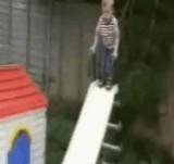動画:滑り台で想像外の結末 [おもしろ]