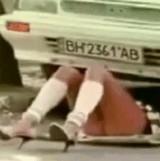 動画:ドッキリ -車の修理をしている女の子の下半身- [おもしろ]