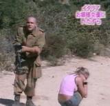 動画:ドッキリ -地雷原を女優に歩かせてみた- [爆笑]