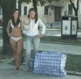 動画:ドッキリ -下着美女が鞄から出てくる- [エロ]
