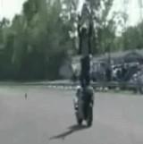 動画:バイク -バイクの上でバック転・・・失敗- [衝撃]
