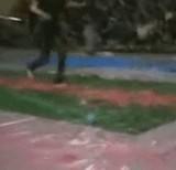 動画:ローションマットで転倒して顏をぶつけてしまった女性 [衝撃]