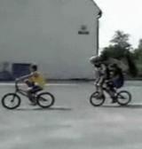 動画:自転車 -奇跡の連携- [感動]