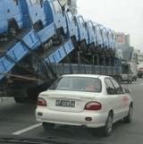 画像:重なるトラック [衝撃]