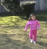 動画:5歳の少女がなんとアクロバッティングな技を披露! [感動]