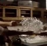 動画:可燃性の泡に火をつけるとこうなる [衝撃]