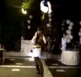 動画:ファイヤーダンスで失敗した瞬間 [衝撃]