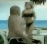 動画:美女が走っている・・・腹を引っ込めておこう [爆笑]