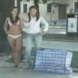 動画:ドッキリ -美少女が二人!?- [おもしろ]