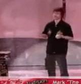 動画:かなり危険な特技を披露する男 [衝撃]