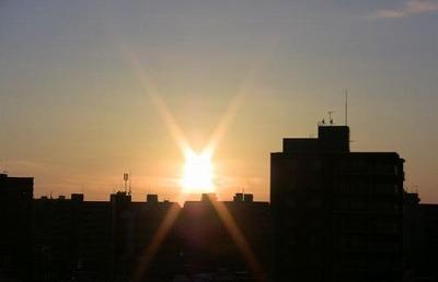 西町の朝日