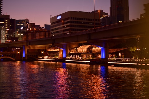 ニコン 単焦点 明るい 淀屋橋