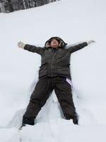 雪で遊ぶオヤジw