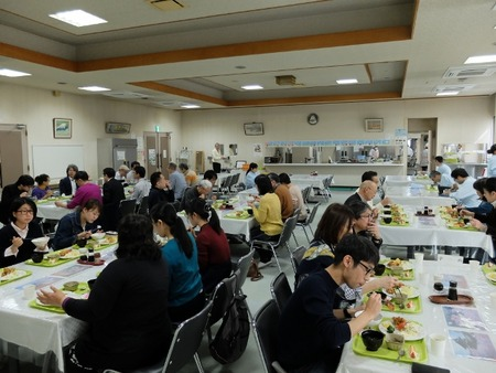 トモヱ乳業の社員食堂でお昼ごはん♪