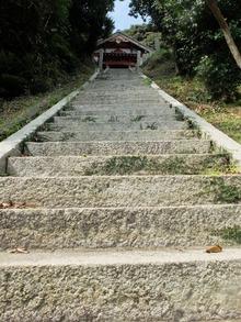 厳島神社の長い階段