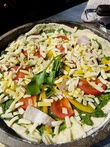 野菜、ベーコン、チーズをのせたら・・・