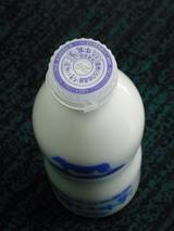 黒姫高原牧場「信州黒姫高原うまい牛乳」09年4月キャップ