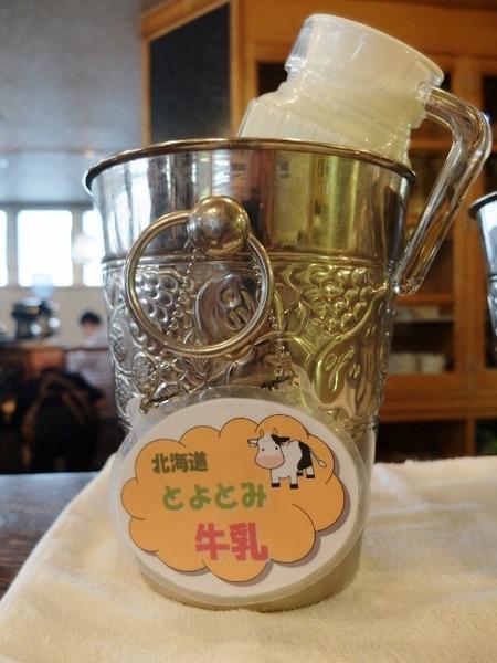 朝食は北海道とよとみ牛乳♪