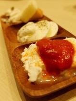 3種チーズ盛り合わせ(500円)