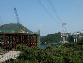 新たな橋の建設が始まっていました。