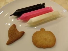 手づくりクッキーとチョコペン