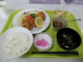 トモヱ乳業の社員食堂「これでなんと300円!」