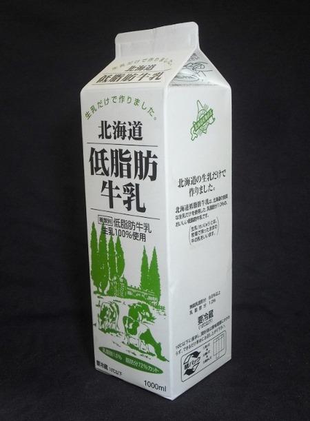 新札幌乳業「北海道低脂肪牛乳」16年05月 from 佐々木館長