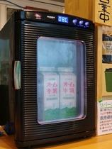 小さな冷蔵庫のガラス越しに再会w