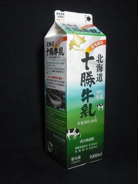 東海牛乳「北海道十勝牛乳」16年01月 from 豊橋の路面電車さん