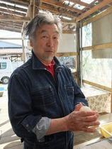 磯沼ミルクファームの牛乳で練った生地を丸めていきます。