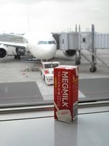 """""""東京の""""メグミルク牛乳はスリムタイプ"""