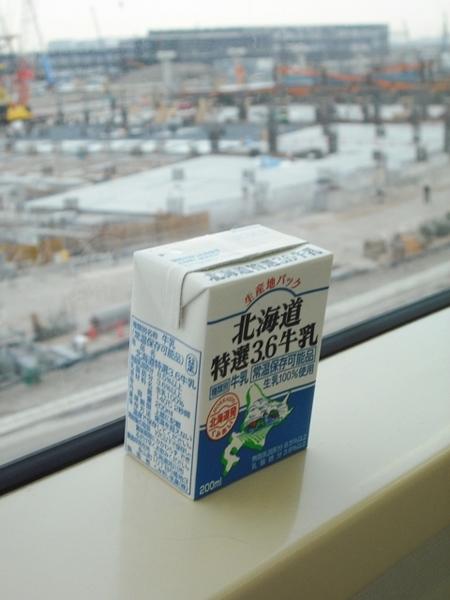 くみあい乳業「北海道特選3.6牛乳」09年4月