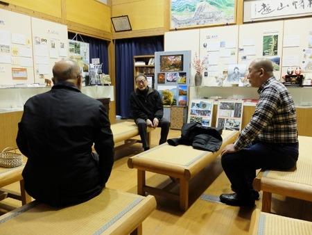 内野地区活性化協議会の武藤さんから話を聞く