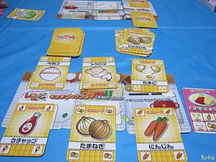レシピ. 自分に与えられたメニューをつくるために、材料を集めて行くカードゲームです。 トド吉と2人でプレイ。