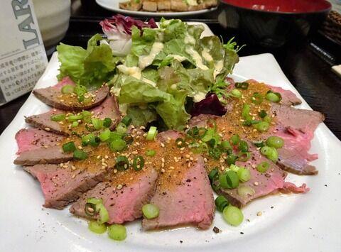 ■虎ノ門の「肉十八番屋」で、デカ盛り牛たたき定食!